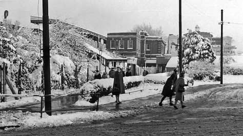 Golders_green_1_station_2037579_3f7d8512 london New Year's Day 1st January 1962 Snow Winter Frozen England Vintage
