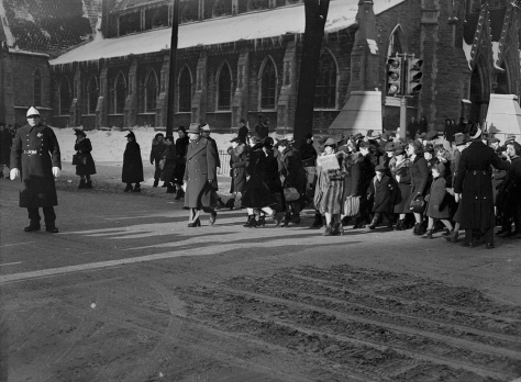 Policeman directing Christmas shoppers at St. Catherine St. and Union Ave. Eaton's department store in background. Montreal, Canada. 14th December 1940. Black and White Vintage