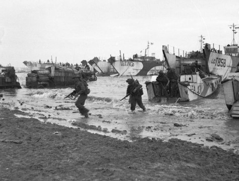 D-day_-_British_Forces_during_the_Invasion_of_Normandy_6_June_1944_B5246Commandos of 47 (RM) Commando coming ashore from LCAs (Landing Craft Assault) on Jig Green beach, Gold area, 6 Jun