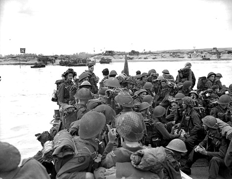 Personnel of Royal Canadian Navy Beach Commando W land on Mike Beach sector of Juno Beach, 6 June 1944.