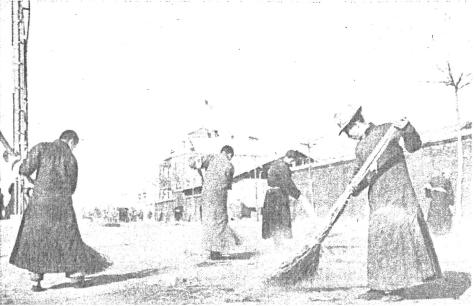 Chinese_clean_up_mess_in_NankingChinese people clean up the mess which was made at the time of the retreat of Chinese soldiers.(December 22, 1937) Japanese Rape of Nanking Massacre