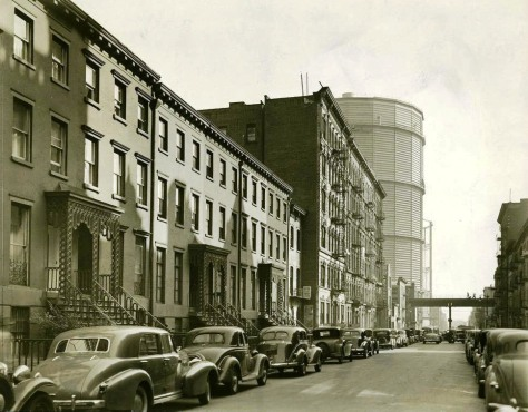 East_20th_St_northside_towards_1st_Ave_1938East 20th Street between 2nd Avenue and 1st Avenue, looking east towards 1st Avenue, in Manhattan, New York City in 1938