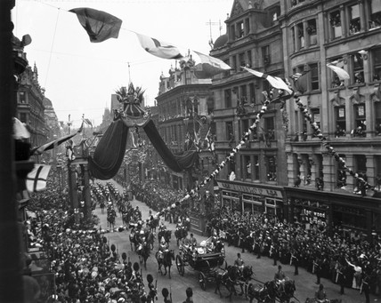Edward_VIIs_coronation_procession_London_9_August_1902Procession passing along a busy London thoroughfare during the Coronation of King Edward VII and Queen Alexandra (1841-1910) on 9 Au