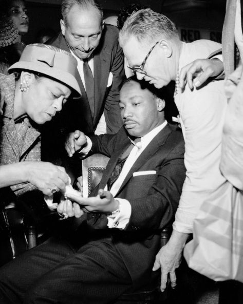 Izola Curry http___a_amz_mshcdn_com_wp-content_uploads_2016_01_mlkstabbing-3On Sept. 20, 1958, 29-year-old Dr. Martin Luther King, Jr. was in Blumstein_s Department Store in Harlem.