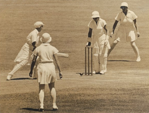 Test_cricket_-_women_-_1935English womens cricket team in Australia and New Zealand in 1934–35