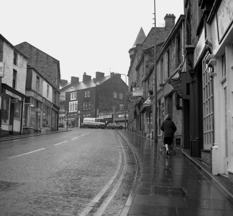 Burnley Road, Padiham, Lancashire Looking up the hill after a shower of rain. 27th October 1987
