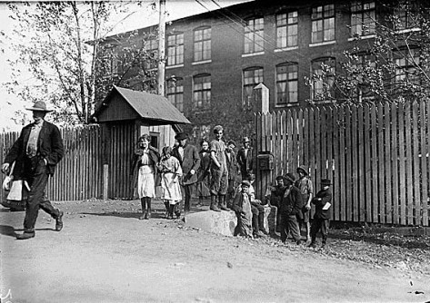 Child_workers_in_Huntsville,_Alabama Coming out at noon, Merrimac Mills. All workers, even the boys at the side of the gate. Huntsville, Ala., 11-18-1910. Photographed by Lewis Hine.